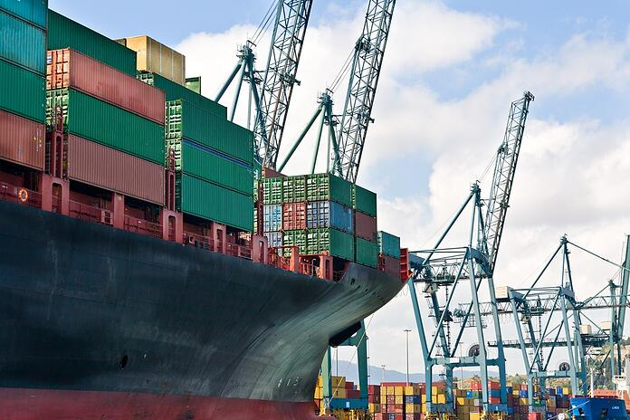 Pros And Cons of Working With Freight Forwarders