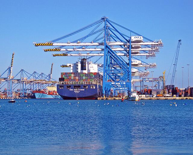 Xeneta-ship-containers.jpg